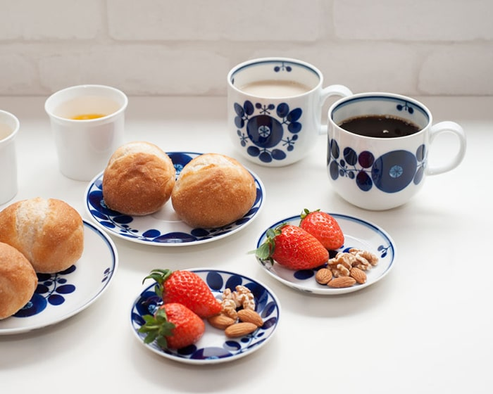 Strawberries, nuts, and breads on the bloom and white dishes of Bloom series