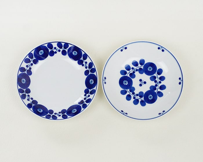 Have a tea time with blue and white dishes of Bloom series