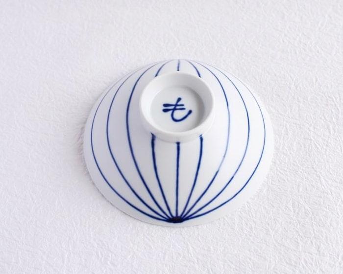 平茶碗の底に描かれた「も」のサイン