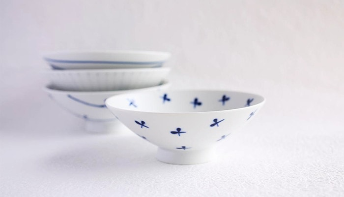 Stylish flat rice bowls with white and navy design