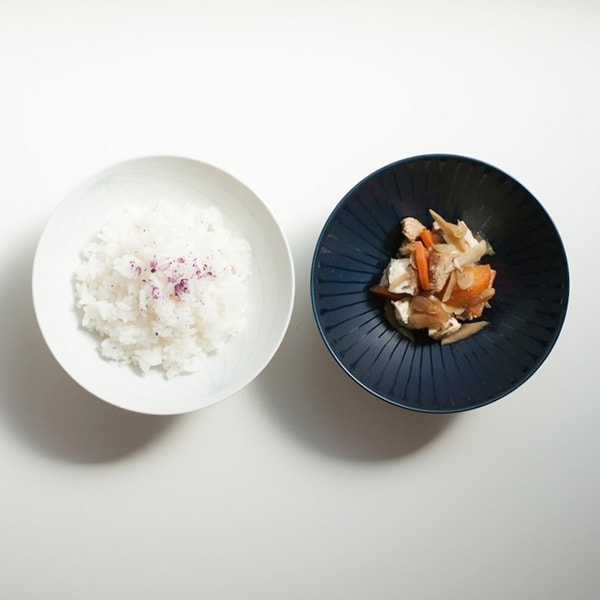 White rice bowls and navy rice bowls