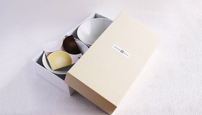 Beige exclusive box for a pair of rice bowls of Hakusan Toki