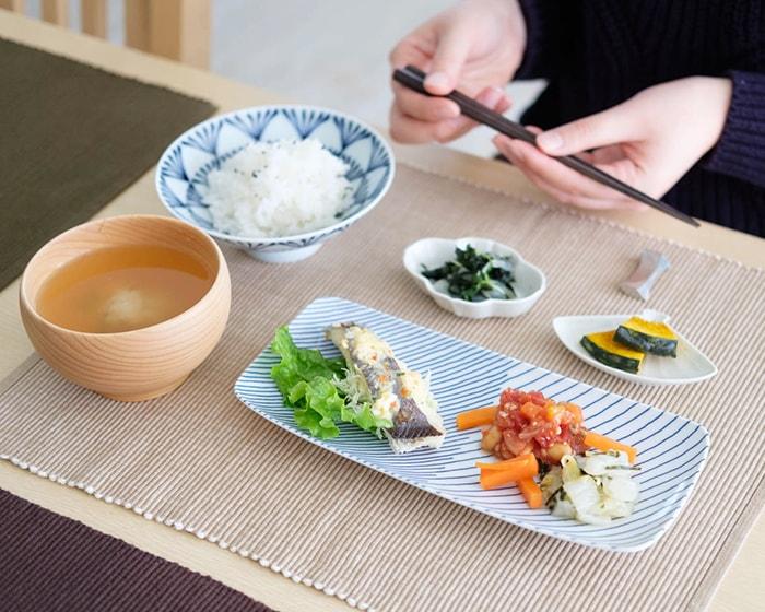 白山陶器の長皿にお寿司