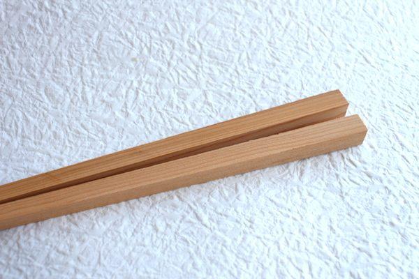 箸蔵まつかんの手作り箸に使われているイチイの木