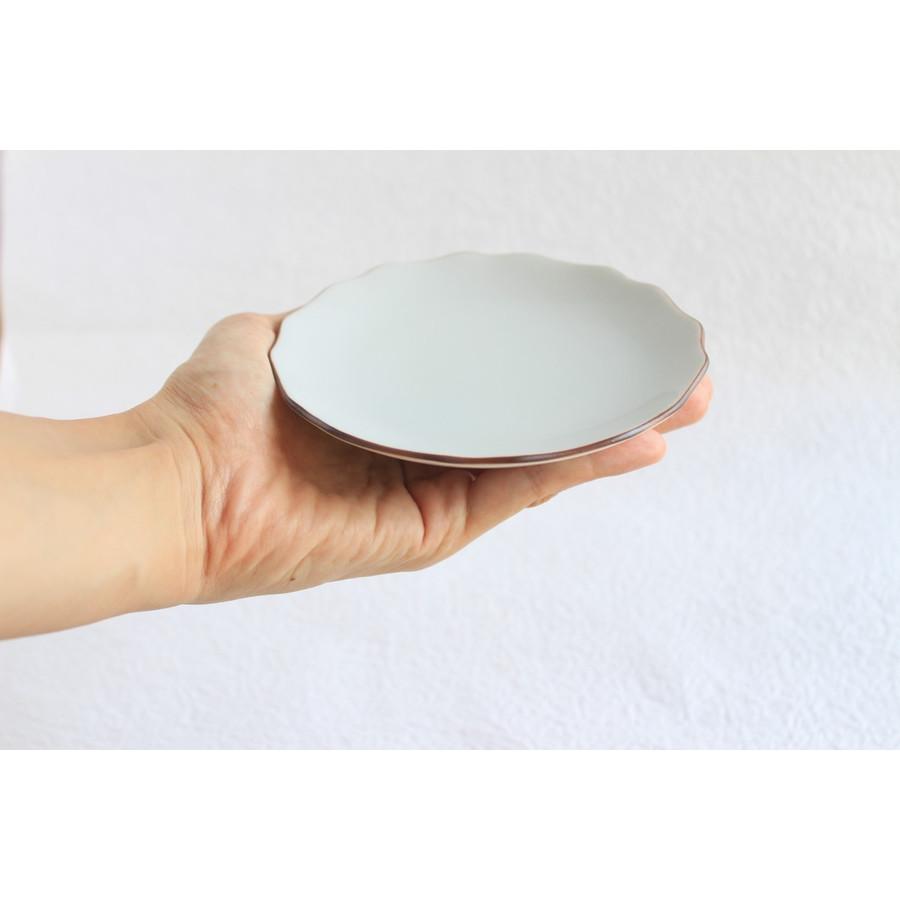 クタニシールキットの花形皿