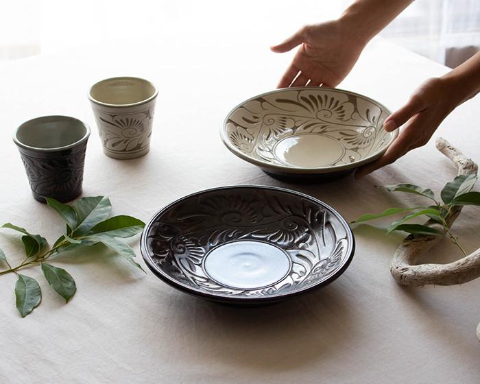 育陶園の唐草シリーズ 器とフリーカップ