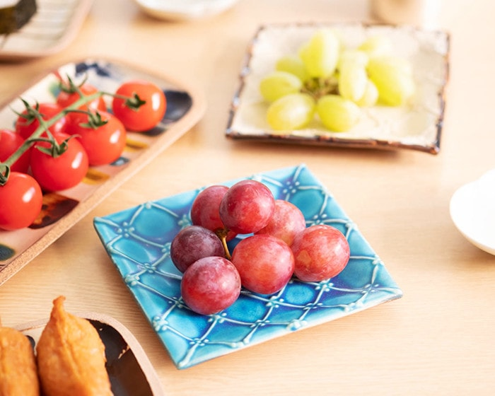 Grapes on blue Square plate of Yachimun