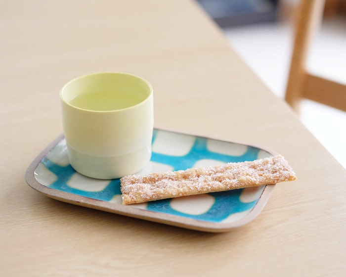 Teacup and pie on Rectangle S plate of Okinawa pottery