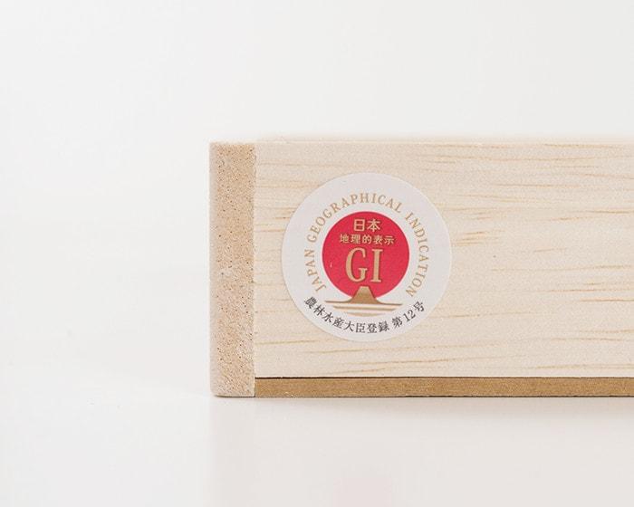 五色の素麺の桐箱に貼ってある「日本地理的表示GI」のシール