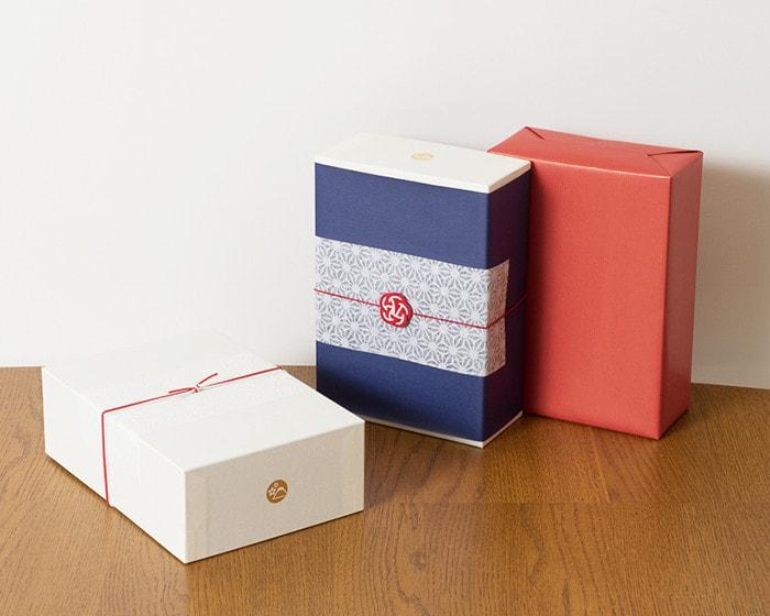 日本デザインストアオリジナルのギフトボックスのラッピング例3種