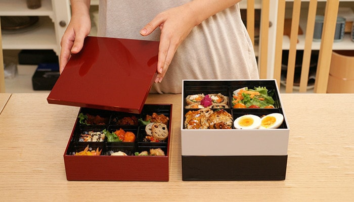 Osechi in 3 colors Jubako box