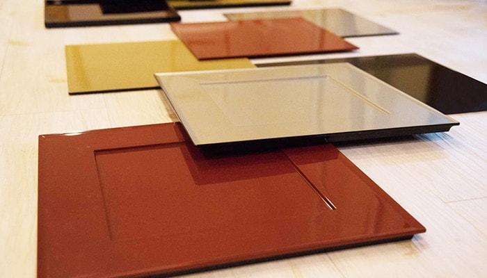 日本デザインストアオリジナルの折敷を横から見た写真