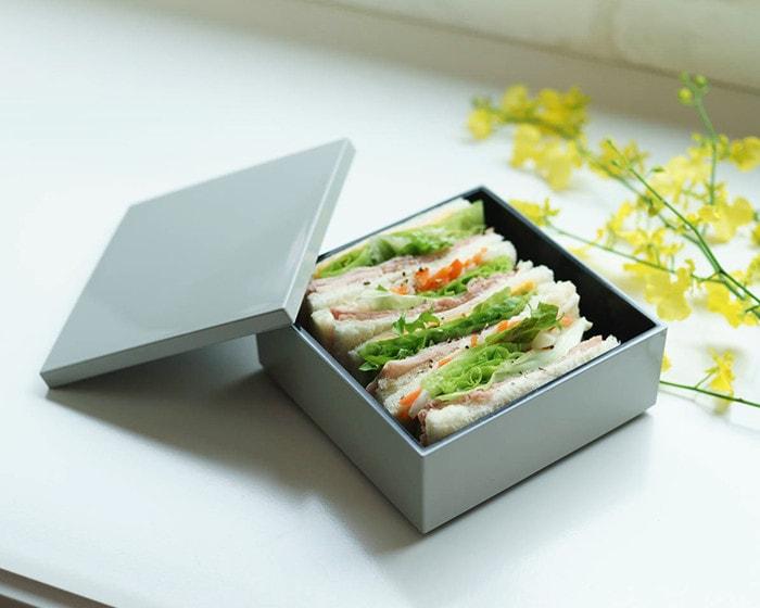 サンドウィッチが入った、日本デザインストアのおしゃれな重箱