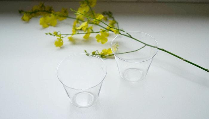木村硝子店の薄玻璃(うすはり)グラス・ベッロが2つとお花