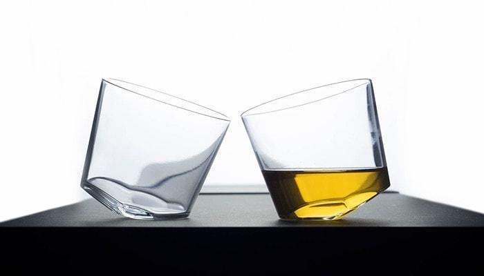 木村硝子店のカンナグラスが横に2つ並んでいる