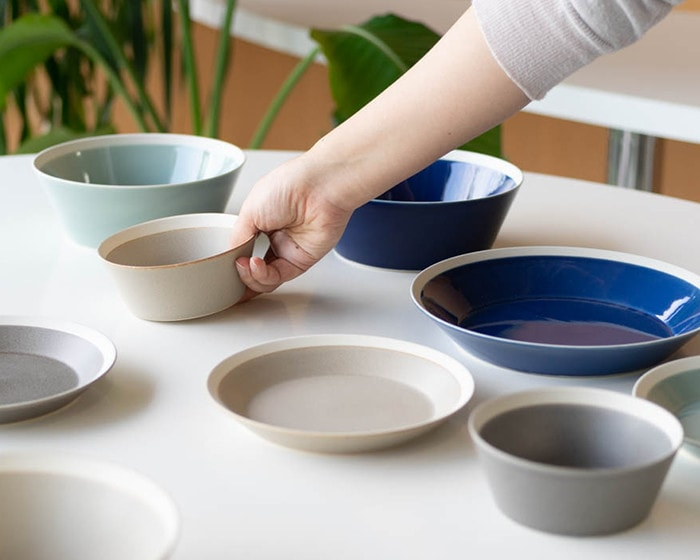 A woman has a bowl of dishes by iihoshi yumiko