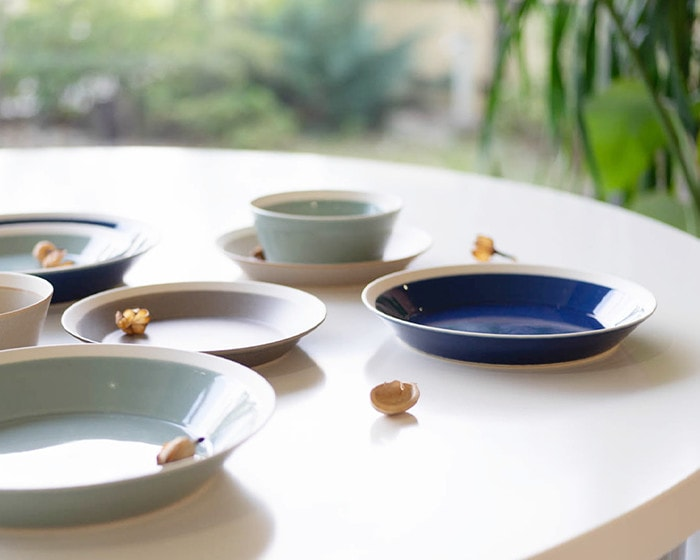 Beautiful degree of rim of plates in dishes by yumiko iihoshi