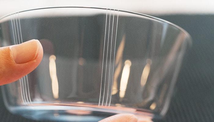 木村硝子店の薄玻璃(うすはり)グラス、オーブシリーズのストライプ模様のアップ