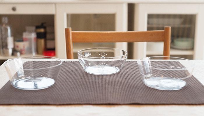 木村硝子店の薄玻璃(うすはり)グラス、オーブシリーズのボウルが3つ並んでいる