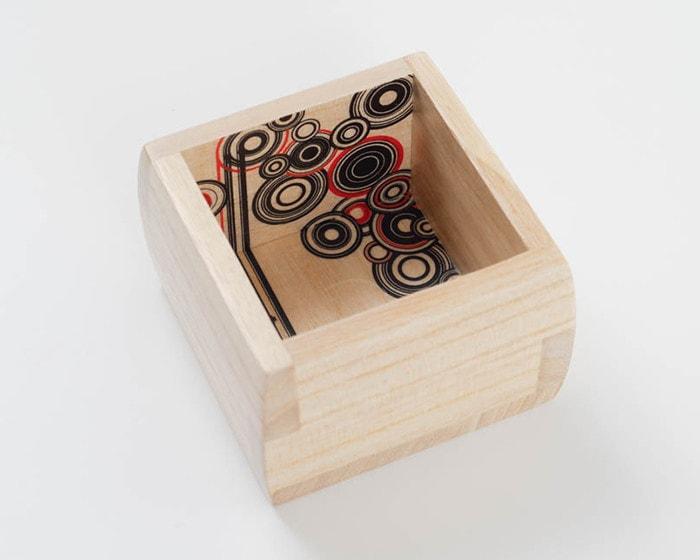 博多独楽(はかたごま)のデザインの増田桐箱店福ますます