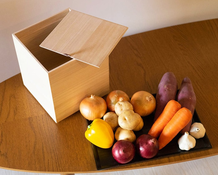 Kitchen vegetable storage box L and various vegetables