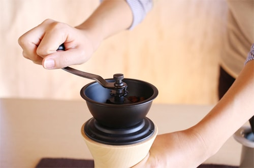 Enjoy coffee grinding with Japanese coffee grinder
