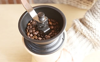 Hand grinding mill is fun, stylish coffee mill