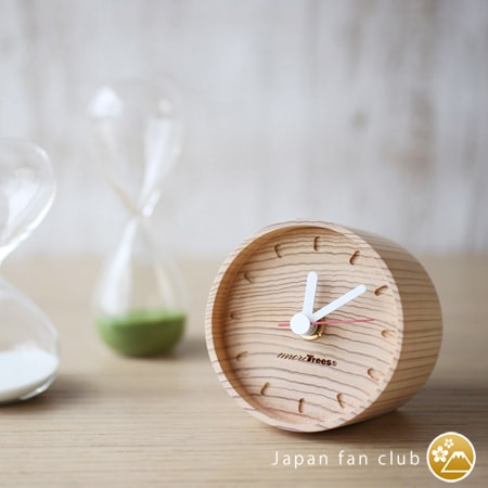 the dial of wooden table clocks