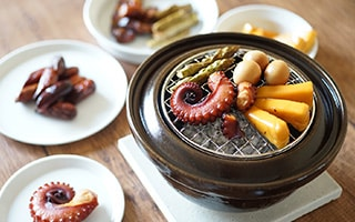 Cook smoked food easily at home! Clay pot smoker Ibushigin