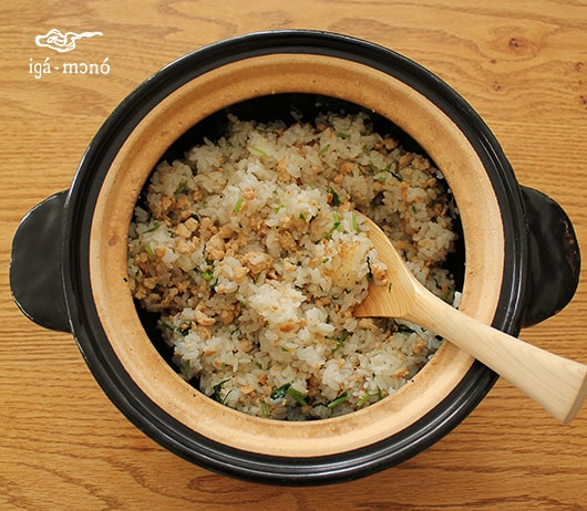Chicken soboro and coriander rice cooked by donabe rice cooker