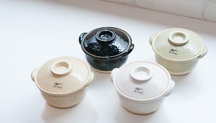 4 different colors of small earthenware pot