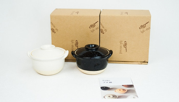 2 Japanese clay pots, exclusive boxes, and description paper