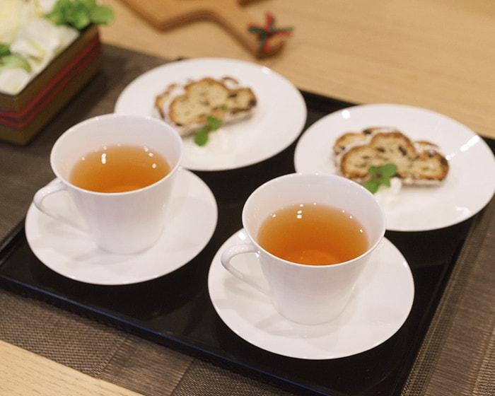 紅茶の入ったペアティ&コーヒーセット