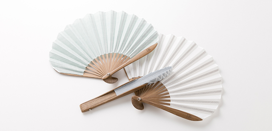 Folding hand fan Fuwari from Nishikawa Shouroku shouten