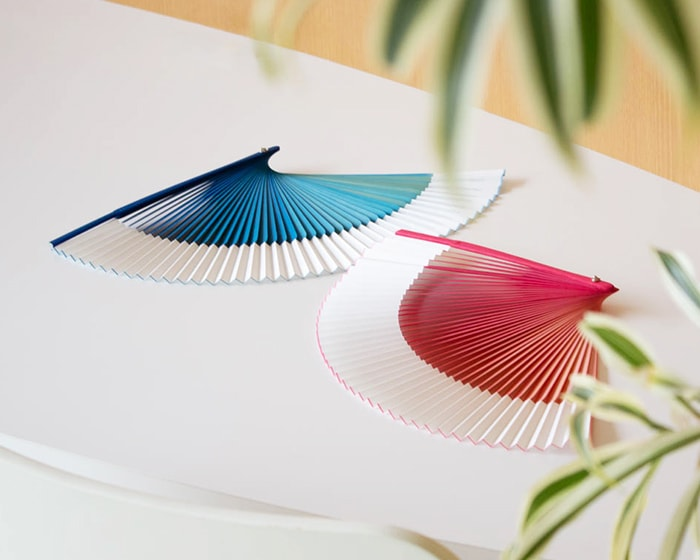 Pink and blue gradation fans on the table