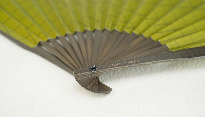 Chic design of the rivet of Japanese hand fan