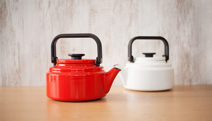 Red and white Amukettle from Noda Horo