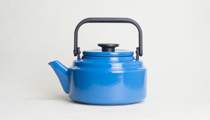 Blue retro kettle Amukettle from Noda Horo