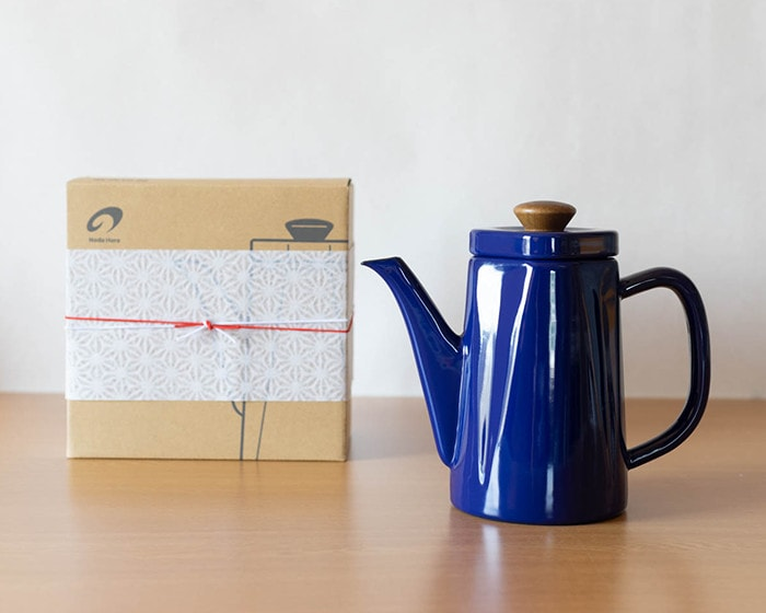 Enamel tea kettle Anbi and its exclusive box with Easy wrapping