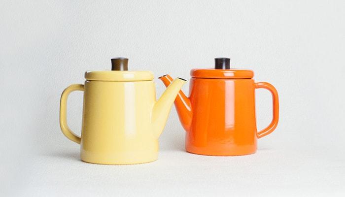 黄色とオレンジの野田琺瑯ポトル