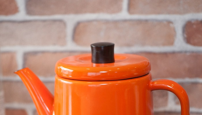 Cute lid of the enamel teapot of Noda Horo