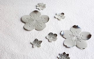 Shiny flower tray as Japanese dessert plates