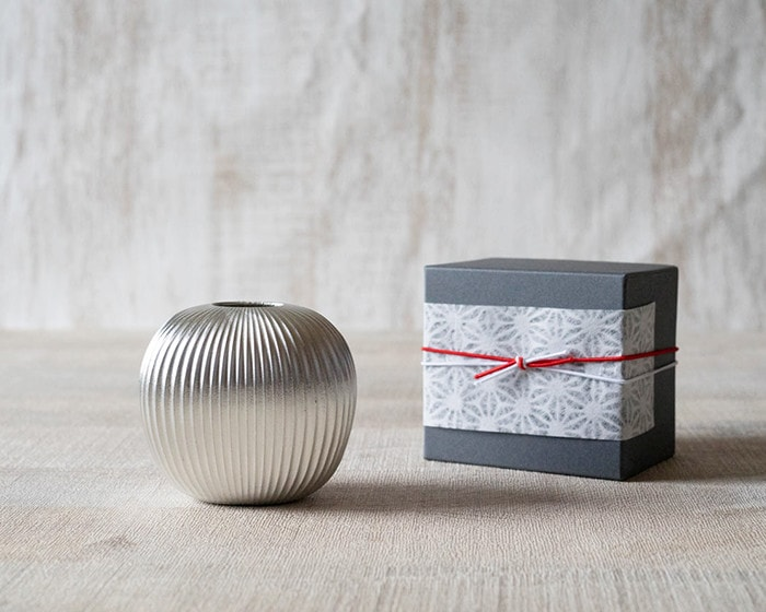 Bud vase apple from Nousaku and easy wrapping on its exclusive box