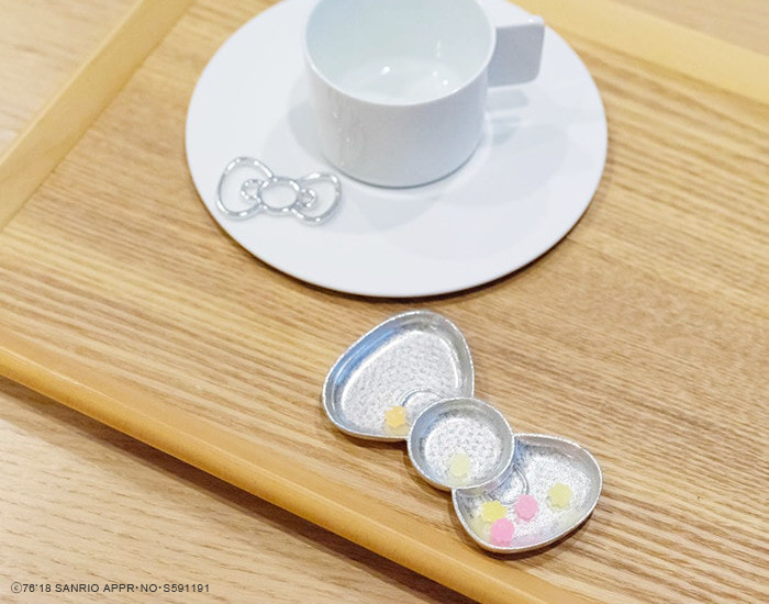 Tea break with Hello Kitty products from Nousaku