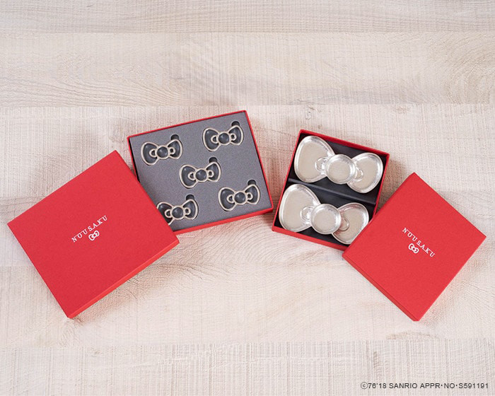 Chopstick rests set and pair ribbon trays within their exclusive boxes