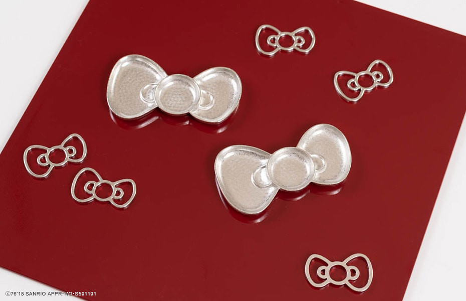 Tin tray and chopstick rests of Hello Kitty series from Nousaku