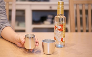 Tin makes sake delicious