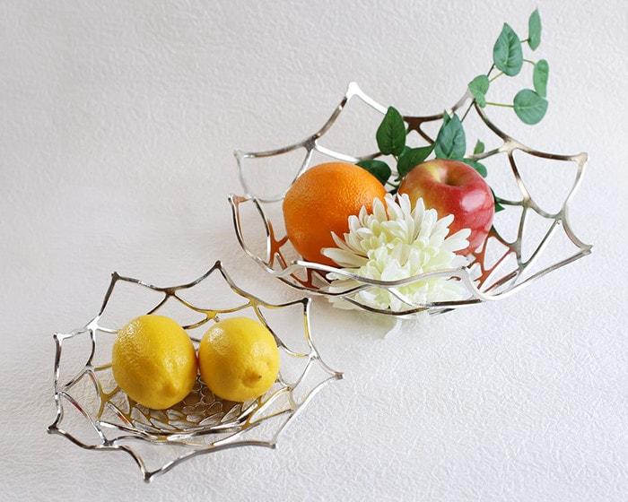 能作KAGOにフルーツを盛り付け