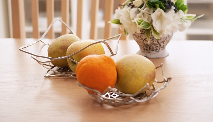 flexible tin tableware with fruits