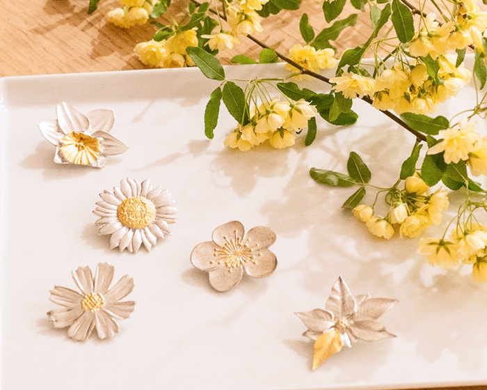 Tin flower brooches of Nousaku and flower